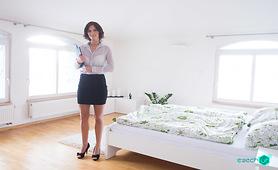 Jennifer Jane turns Real Estate into VR Porn