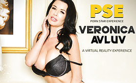 Drilling Hot Mature Veronica Avluv in VR