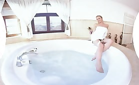 Bathtime With MILF Natalie